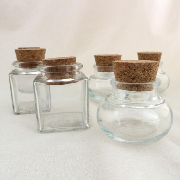 Gläser mit Korken zum Aufbewahren von Räucherwerk